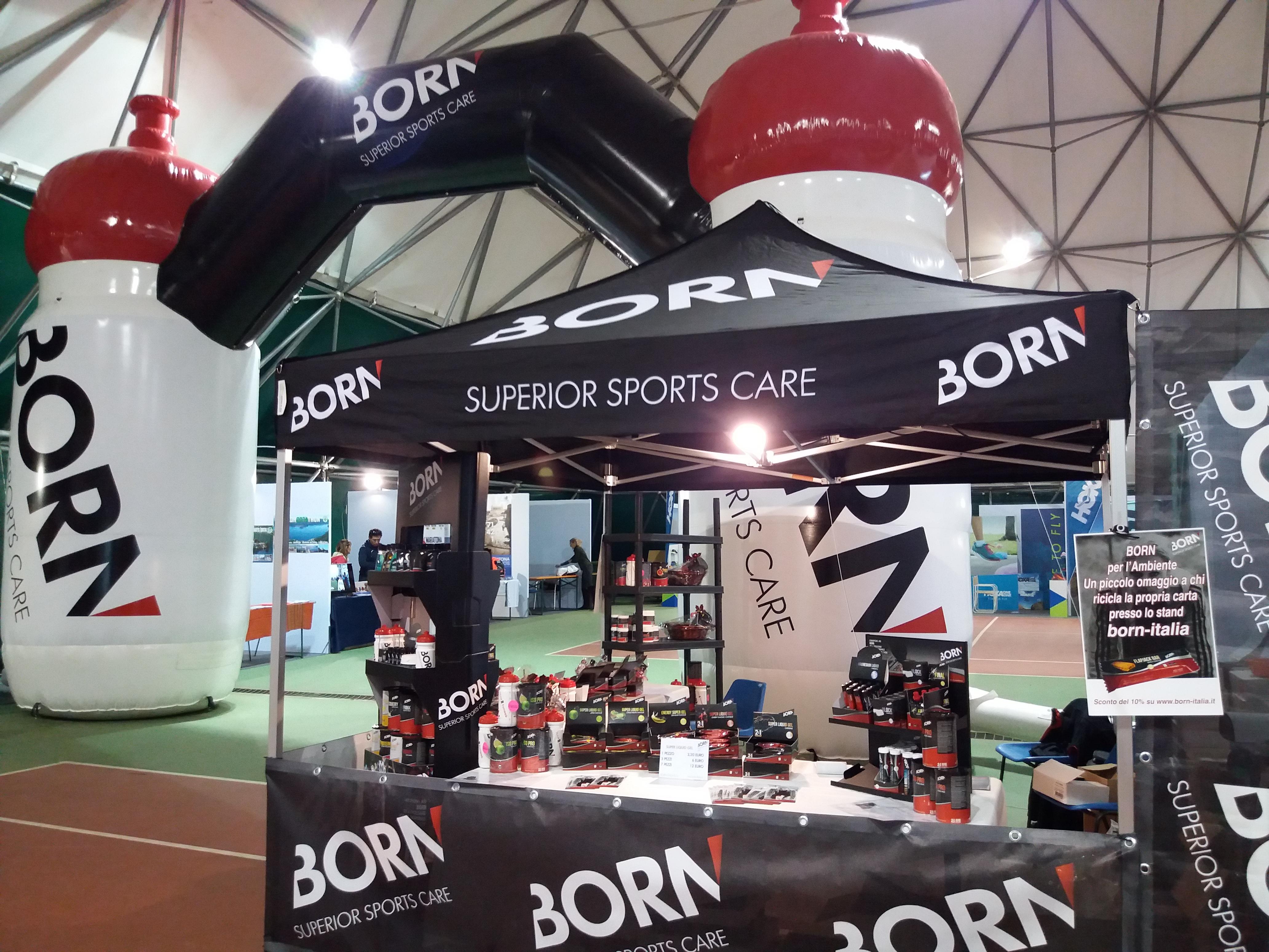 born-italia-maratona-di-pisa-expo-allestimento-stand-arco